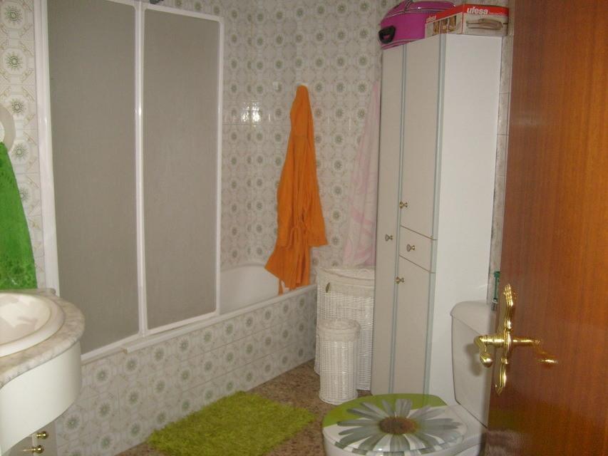 Se vende piso acogedor con balcones en la Zona Alta-banyo 2