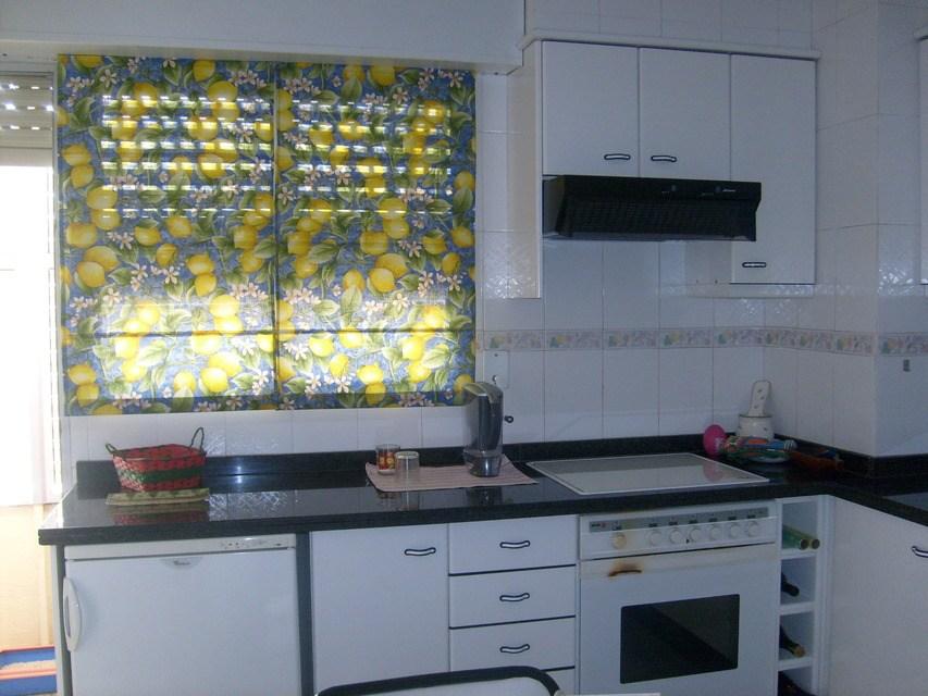 Se vende piso acogedor con balcones en la Zona Alta-cocina