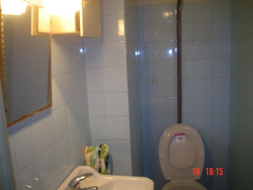 Se vende piso amplio en calle cronista remigio vicedo-banyo 2