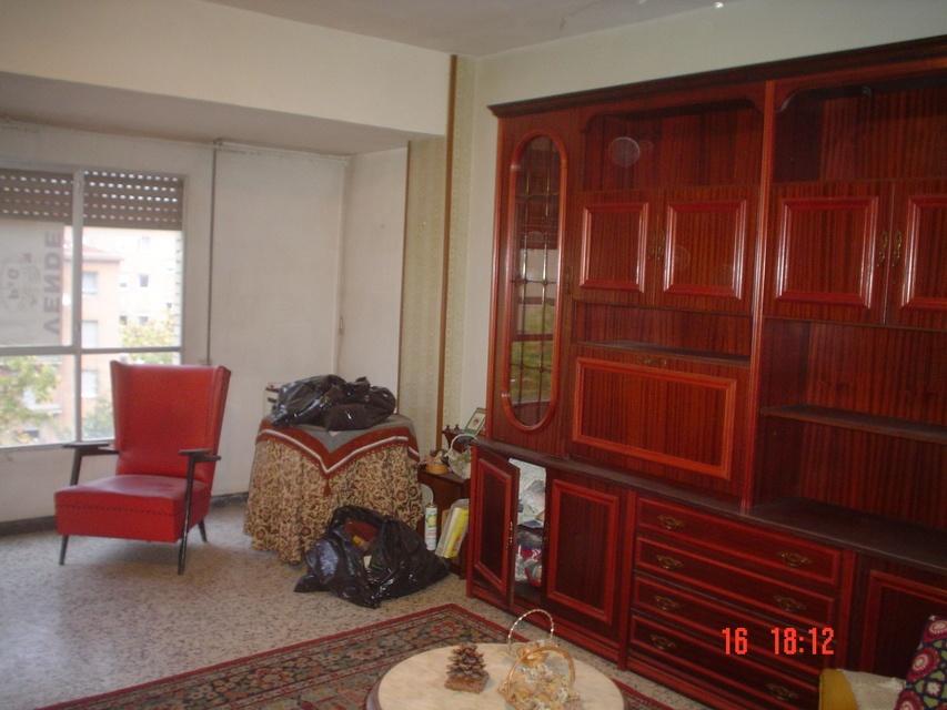 Se vende piso amplio en calle cronista remigio vicedo-salon