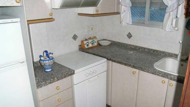 Se vende piso barato sin reformar en Santa Rosa-cocina