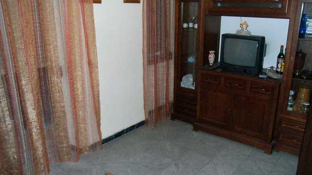 Se vende piso barato sin reformar en Santa Rosa-salon