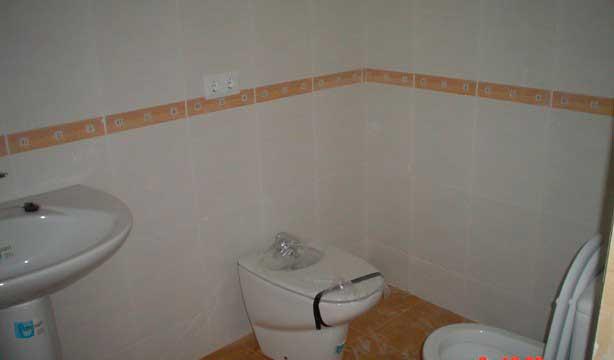 Se vende piso céntrico recién reformado en Alcoy-banyo 2