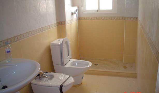Se vende piso céntrico recién reformado en Alcoy-banyo