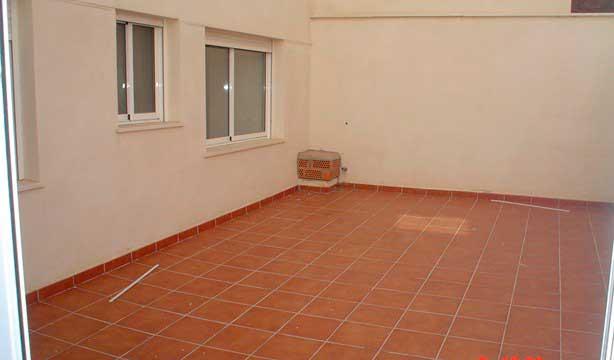 Se vende piso céntrico recién reformado en Alcoy-terraza