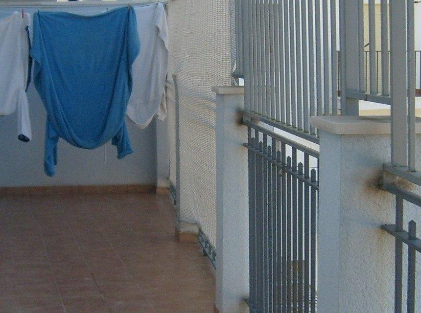 Se vende piso con 3 habitaciones dobles en Zona Alta.-terraza