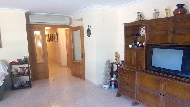 Se vende piso con 3 habitaciones en zona centro-salon