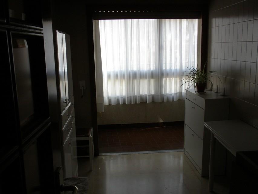 Se vende piso con 5 habitaciones en zona centro-cocina