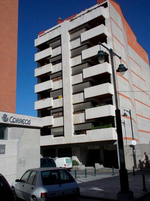 Se vende piso con 5 habitaciones en zona centro-exterior
