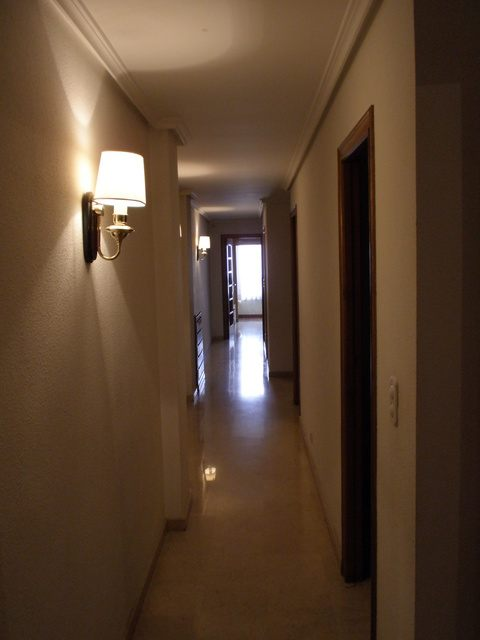 Se vende piso con 5 habitaciones en zona centro-pasillo