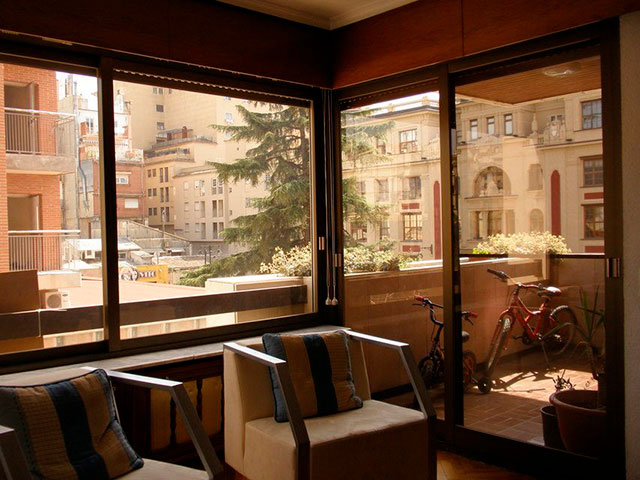 Se vende piso con 5 habitaciones en zona centro-salon