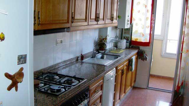 Se vende piso con balcón exterior en Zona Ensanche-cocina