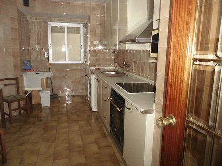 Se vende piso con balcón grande Zona Norte-cocina