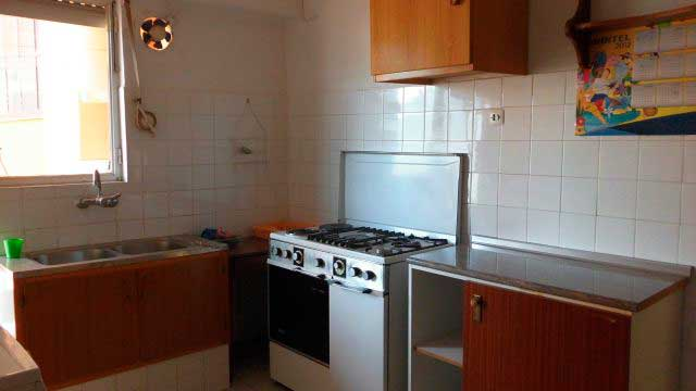 Se vende piso con balcon en zona norte-cocina