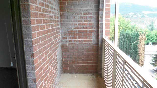 Se vende piso con buenas vistas en Zona Norte-balcon
