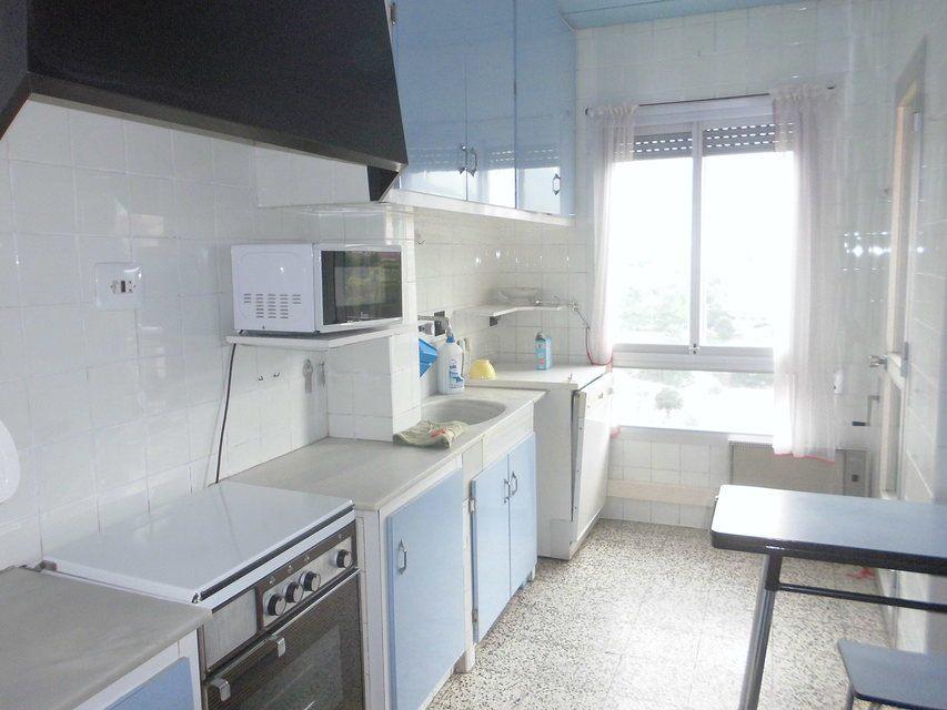 Se vende piso con buenos balcones en Zona Centro-cocina-4