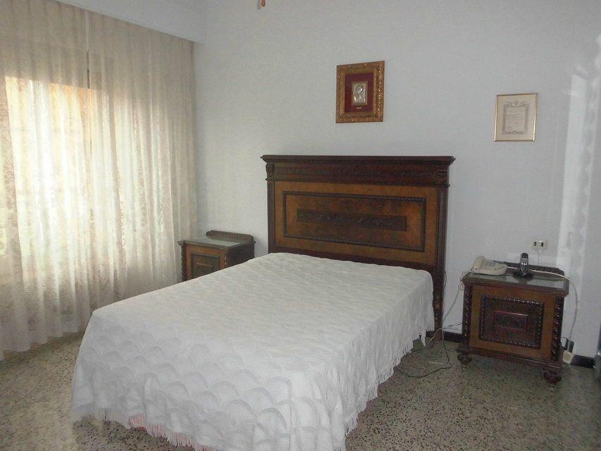 Se vende piso con buenos balcones en Zona Centro-habitacion1-3
