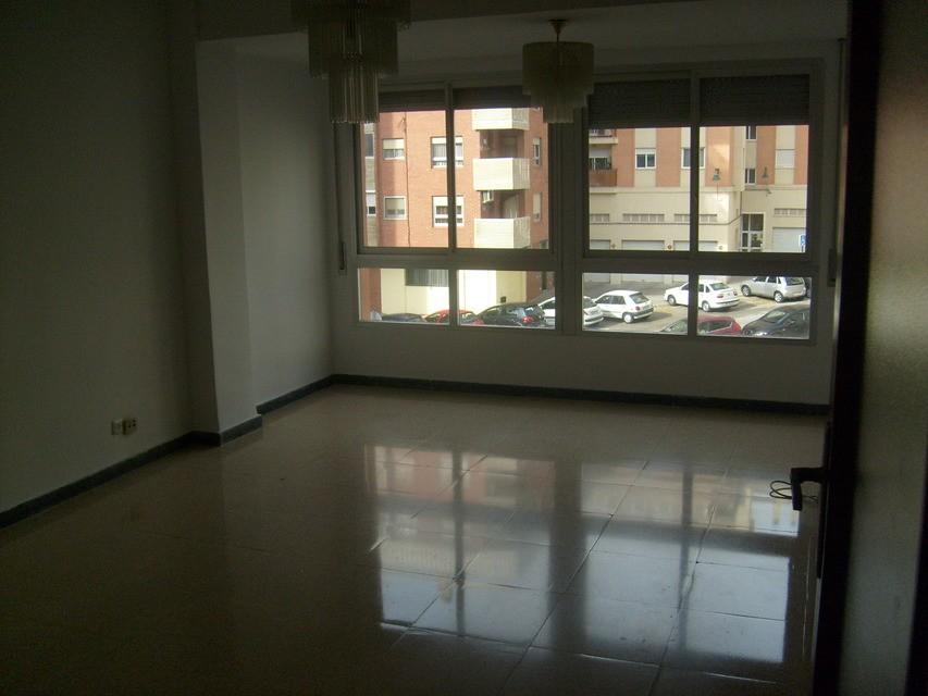 Se-vende-piso-con-plaza-de-garaje-Zona-Norte-salon-comedor