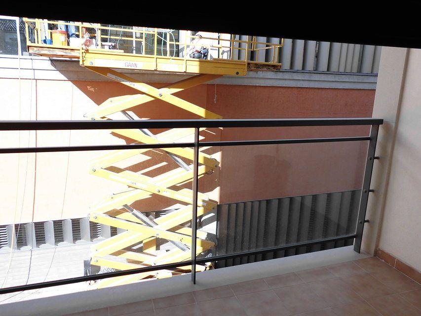 Se vende piso con plaza de garaje al lado de la Universidad-balcon