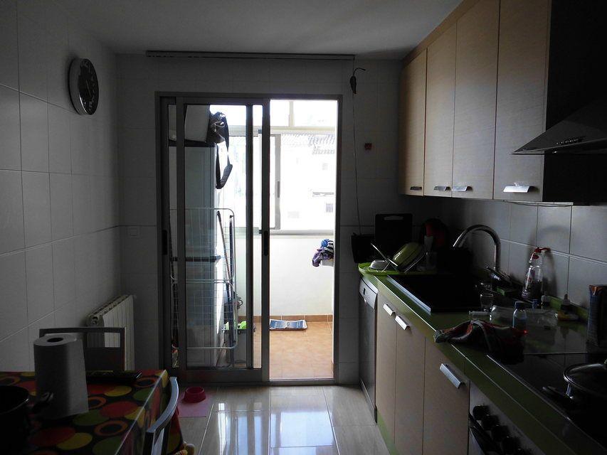 Se vende piso con plaza de garaje al lado de la Universidad-cocina