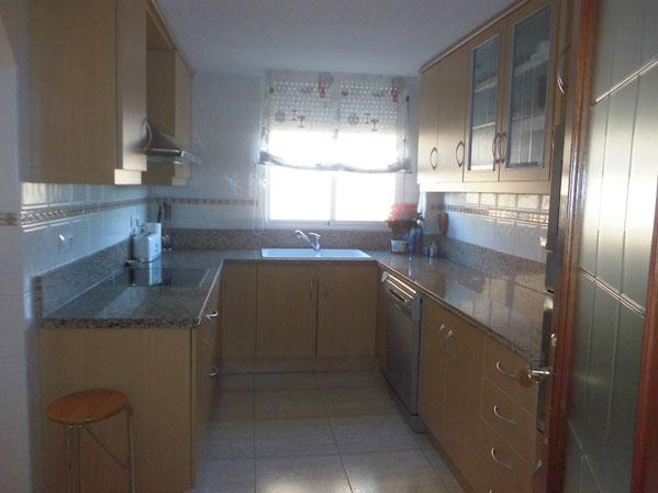 Se vende piso de 3 habitaciones todo reformado en Zona Norte-cocina