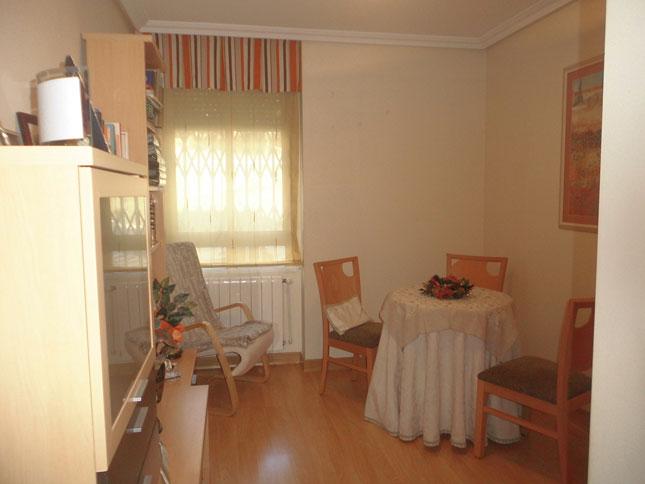 Se vende piso de 3 habitaciones todo reformado en Zona Norte-salon