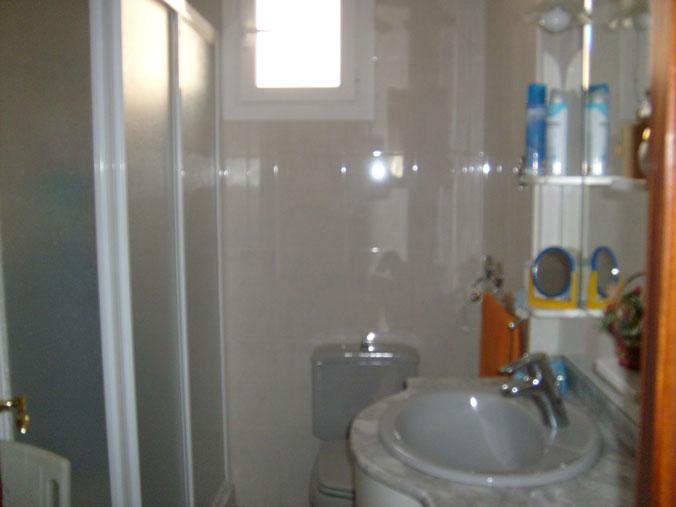 Se vende piso de 4 habitaciones en Zona Norte-banyo