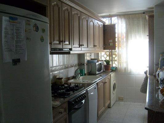 Se vende piso de 4 habitaciones en Zona Norte-cocina 2