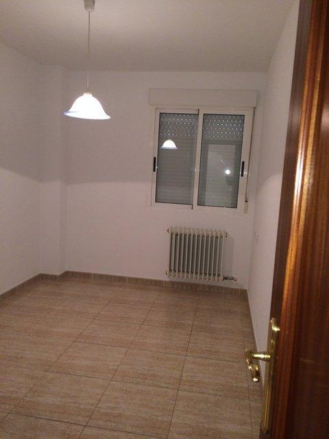 Se vende piso muy bonito en la Zona Alta-habitacion1-1