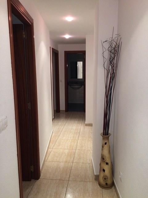 Se vende piso muy bonito en la Zona Alta-pasillo