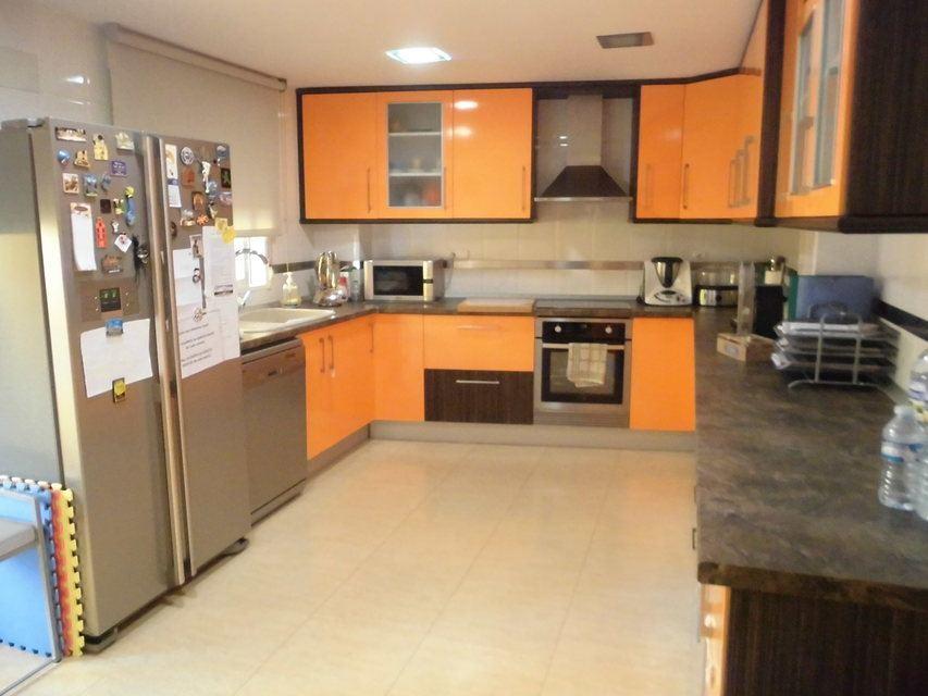 Se vende piso muy soleado y bonito en la Zona Alta-cocina2