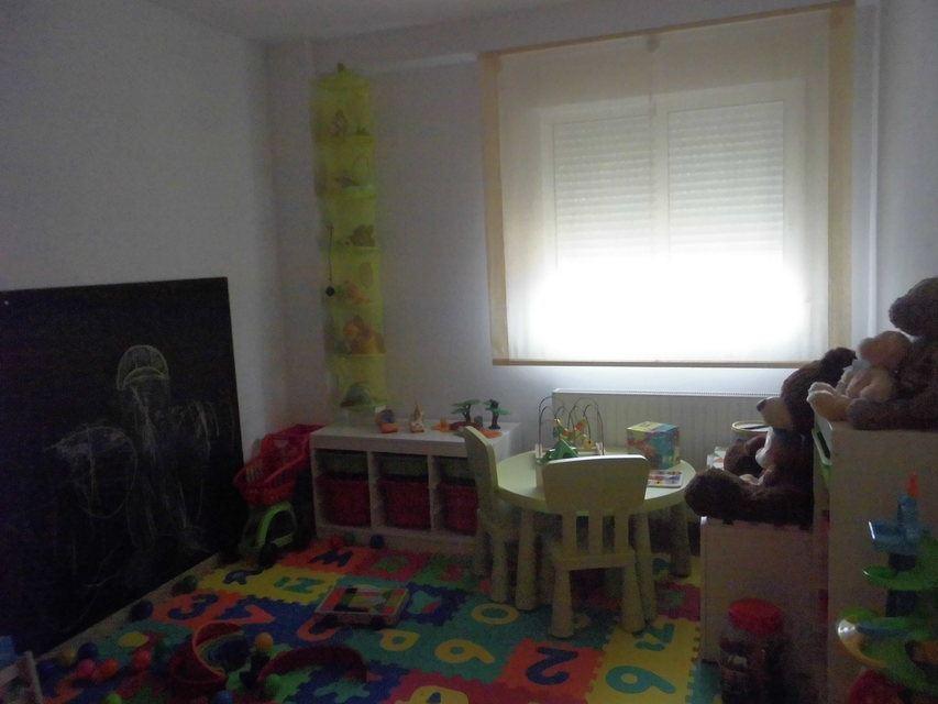 Se vende piso muy soleado y bonito en la Zona Alta-habitacion