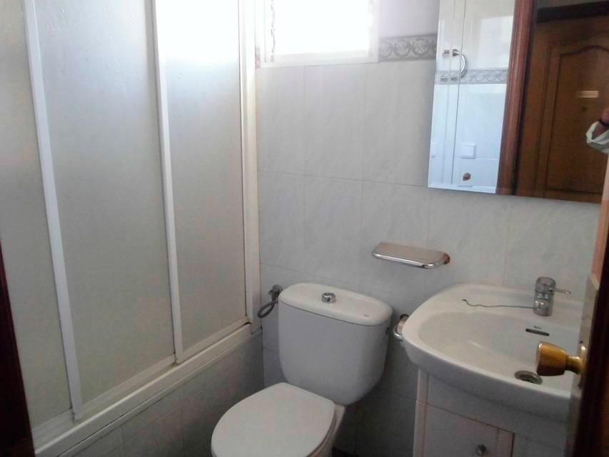 Vivienda con buenas vistas en Ensanche-baño
