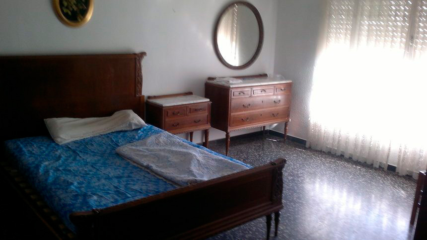 Vivienda bien ubicada en Ensanche-habitacion