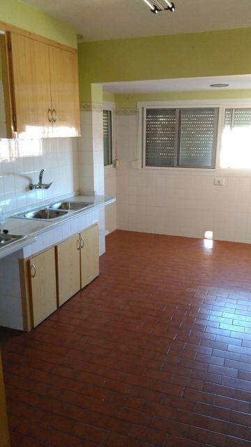 A la venta espacioso piso en Santa Rosa-cocina