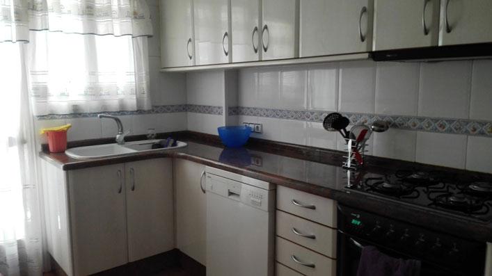 Se vende piso con balcón exterior en Santa Rosa-cocina 2