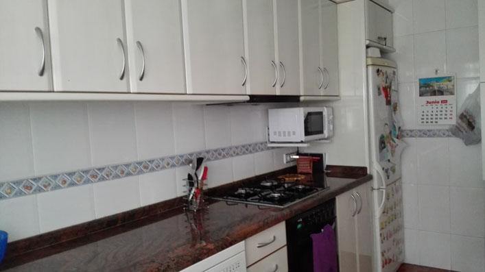 Se vende piso con balcón exterior en Santa Rosa-cocina