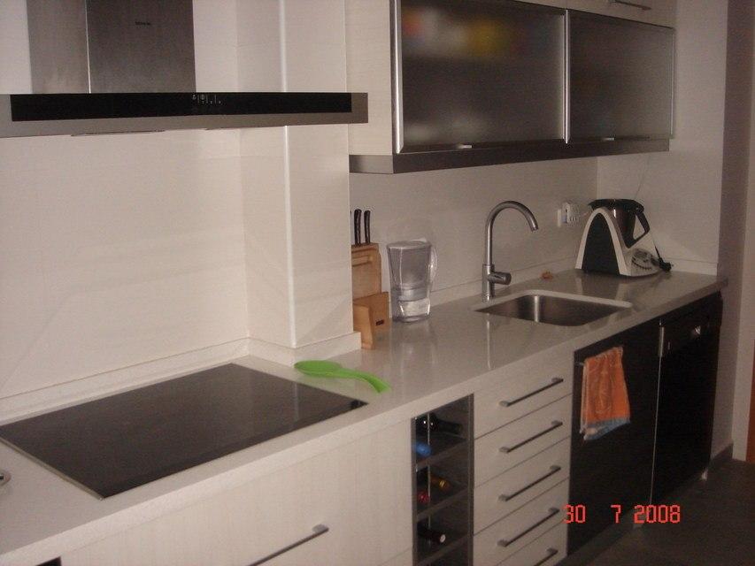 Vivienda moderna y equipada en Ensanche-cocina