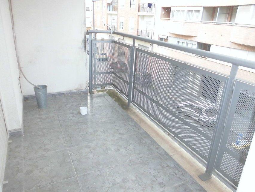 Vivienda muy amplia con garaje en Ensanche-balcon