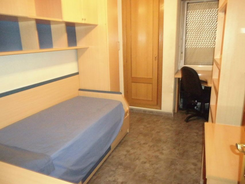 Vivienda muy amplia con garaje en Ensanche-cuarto2
