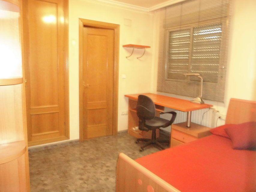 Vivienda muy amplia con garaje en Ensanche-cuarto3