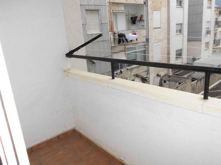 Vivienda-para-entrar-a-vivir-en-Ensanche-balcon