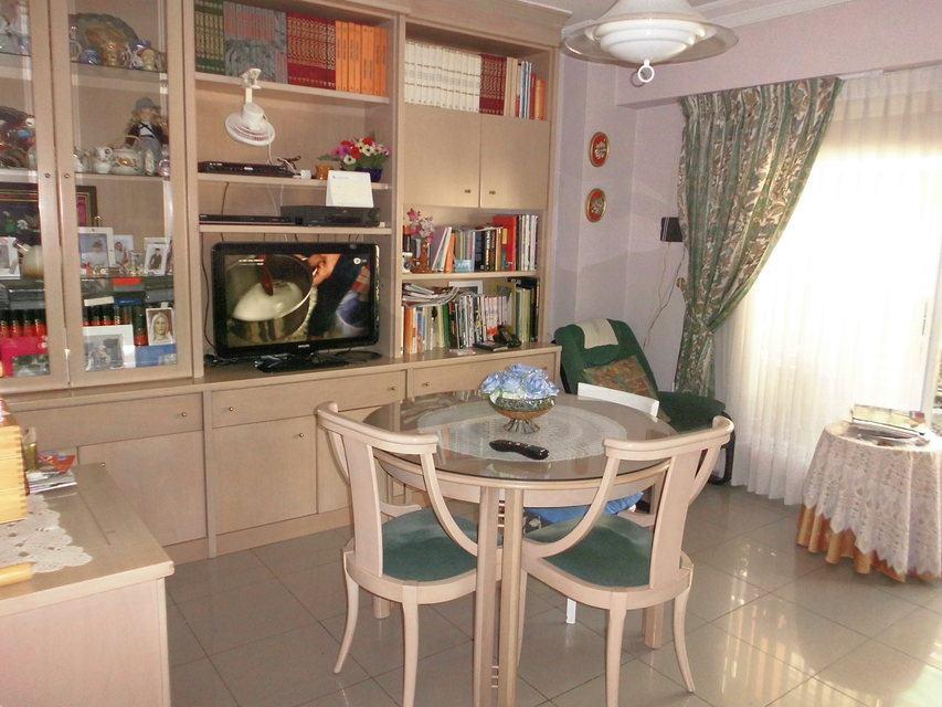 Pequeño y confortable piso en la zona Santa Rosa - Comedor