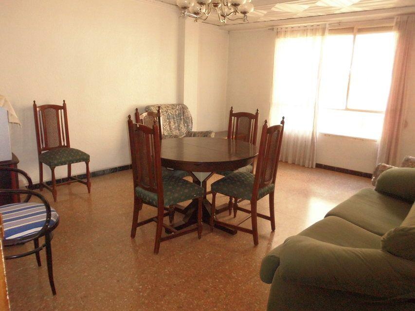 Espacioso piso en zona Romeral - salon