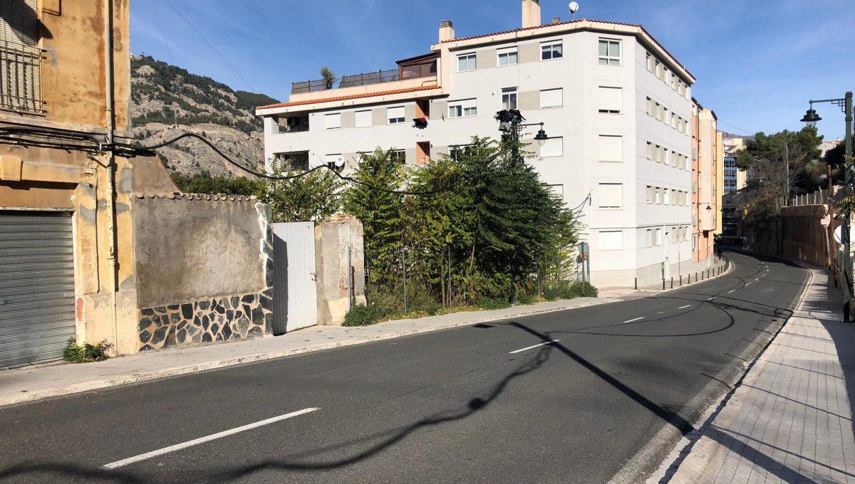 Amplia parcela en la zona Beniata-carretera-2