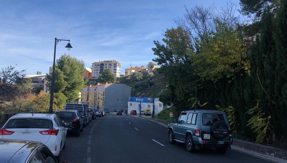 Amplia parcela en la zona Beniata-carretera-3