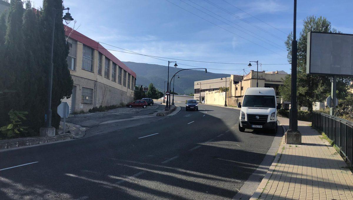 Amplia parcela en la zona Beniata-carretera4