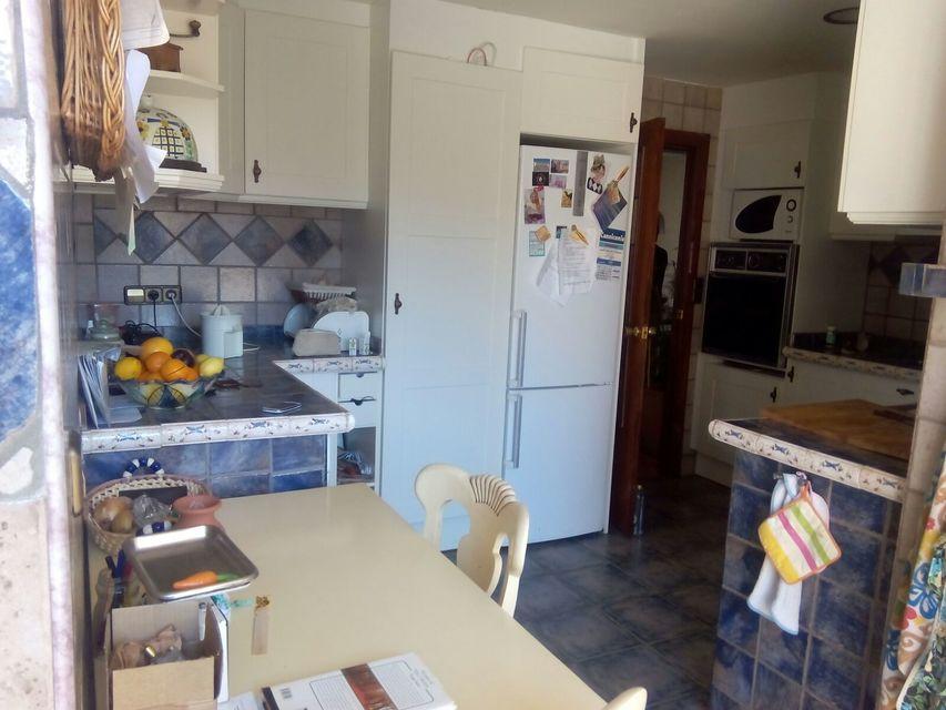 Espacioso piso con balcon exterior-cocina2