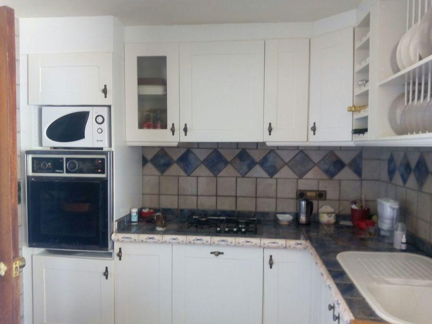 Espacioso piso con balcon exterior-cocina3