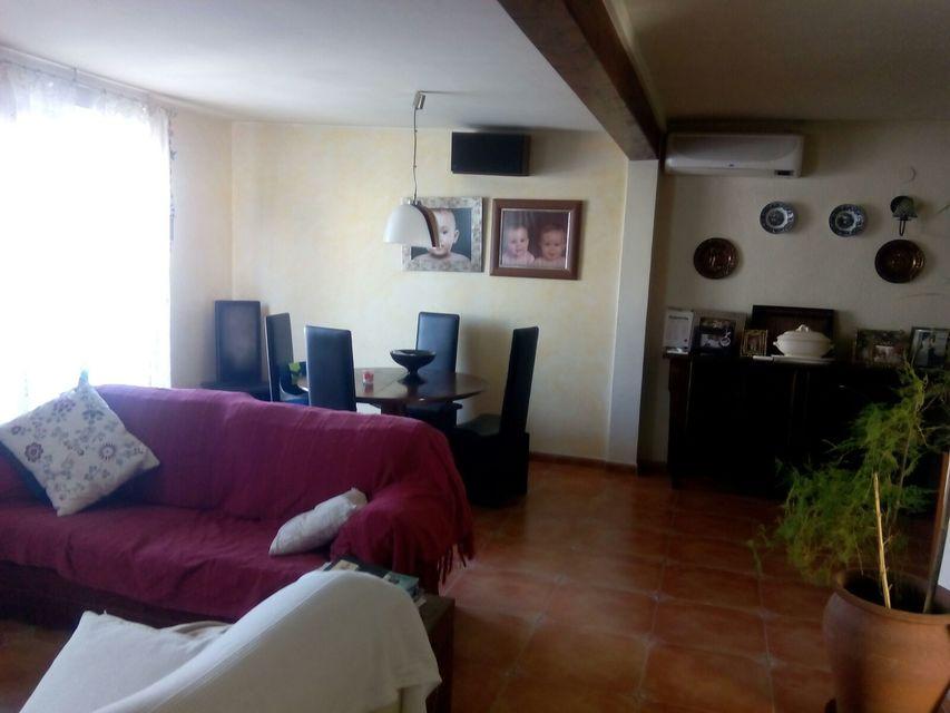 Espacioso piso con balcon exterior-salon2